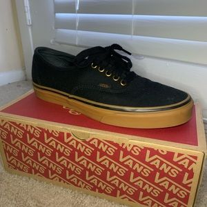 Authentic black and brown vans 😃